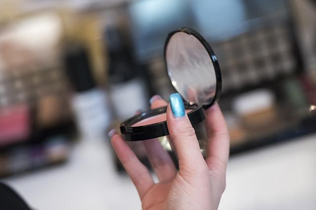 makeup-564929_640